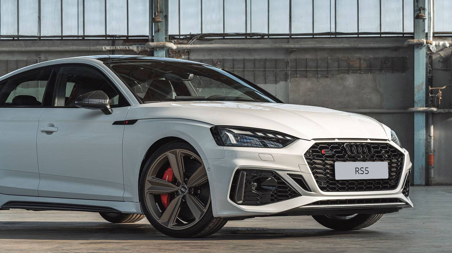 audi-rs-5-sportback-weiss-front.jpg